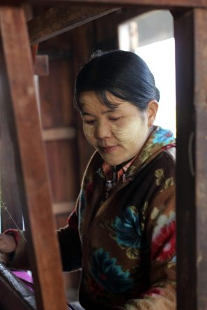 Weaver, Inle, Myanmar
